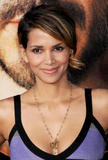 th_66438_Halle_Berry_The_Soloist_premiere_in_Los_Angeles_85_122_474lo.jpg