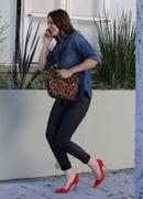 http://img263.imagevenue.com/loc571/th_056331426_Mandy_Moore_out_in_Beverly_Hills9_122_571lo.jpg