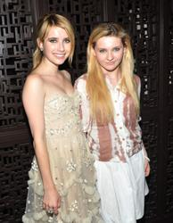 http://img263.imagevenue.com/loc94/th_098438155_EmmaRoberts_AbigailBreslin_AOGB_AfterParty_1_122_94lo.jpg